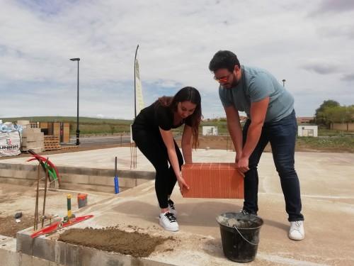Pose de la 1ère brique pour notre chantier à FLORENSAC