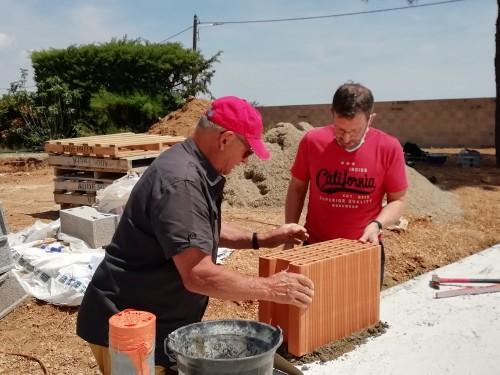 Pose de la 1ère brique chantier à MARSEILLAN